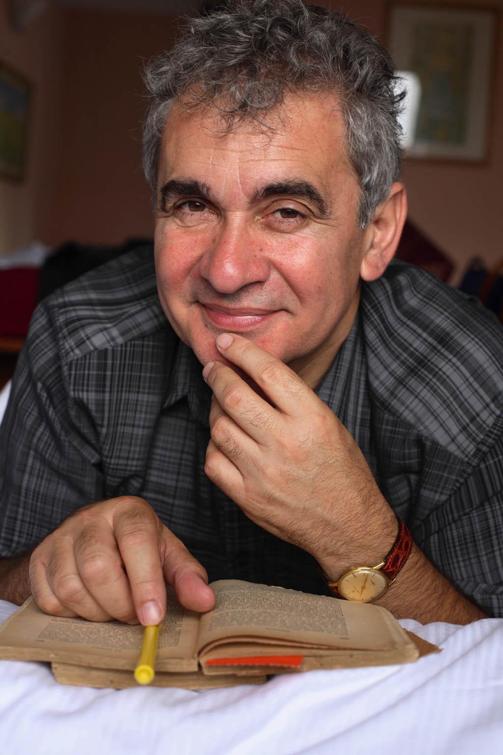 Bernardo Atxaga gana el Premio Liber 2021
